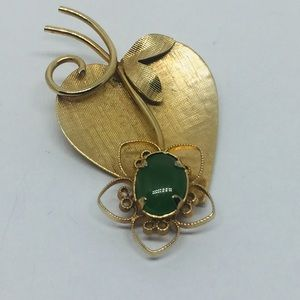 🌺SALE 1960s Rolyn Inc Gold Filled Jade Heart Pin